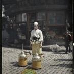 Turquie, Constantinople, Un vendeur de limonade dans une rue de