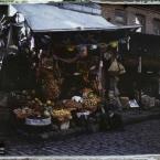 Turquie, Constantinople, Un marchand de primeurs dans Stamboul