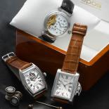 Elegant details, mother of pearl cufflinks, gold collar bar