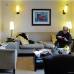 Ergun in the living room, Photo by Jan Ekin