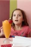Mina ordered a smoothie