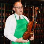 Peter Prier showing and talking about violins