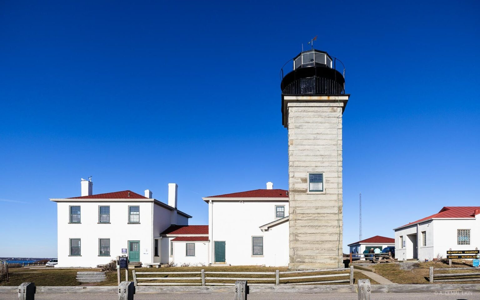 Beaver Tail Lighthouse / Kept Light Photography